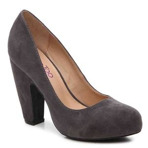 Me Too Lesha faux suede pump - size 8.5